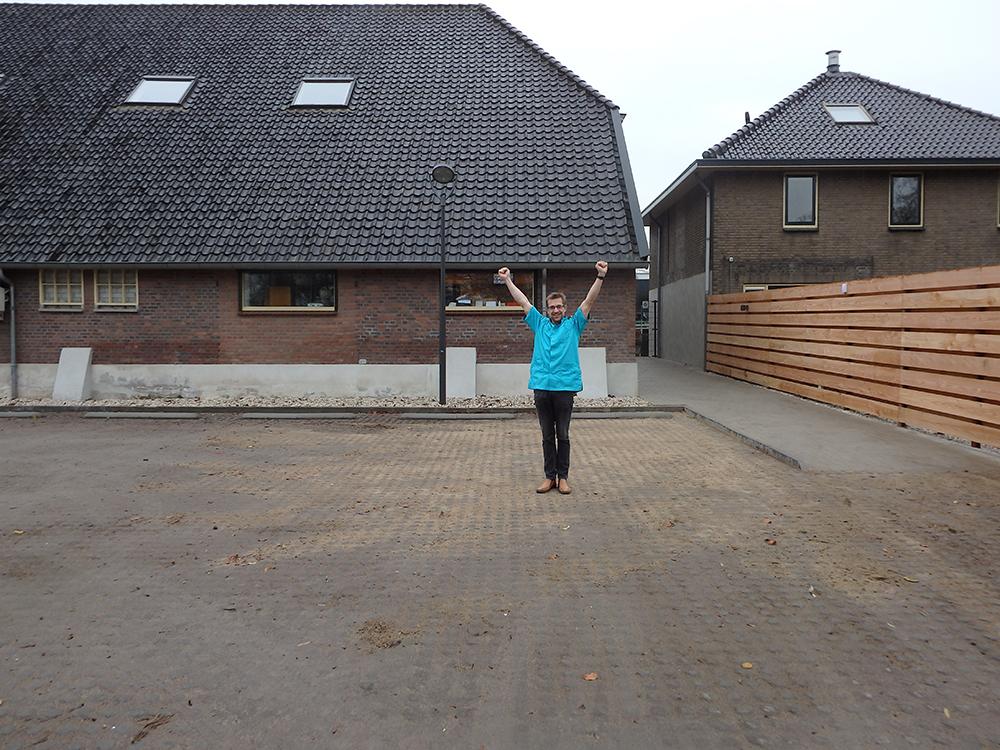 Dierenkliniek Tiel-Drumpt: Het nieuwe parkeerterrein bij dierenkliniek Tiel-Drumpt is eindelijk open.