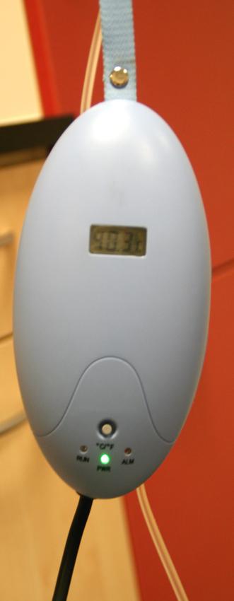 Dierenkliniek Tiel-Drumpt: Een infuuslijn verwarmer kan de dierenarts gebruiken om een patiënt, die aan het infuus ligt, beter op temperatuur te kunnen houden.